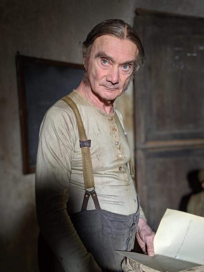 Enzo Vetrano nei panni del maestro di scuola nel Pinocchio di Garrone