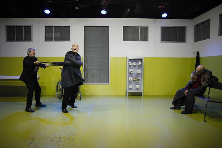 Immagine dal Riccardo 3 di Francesco Niccolini, regia di Enzo Vetrano e Stefano Randisi